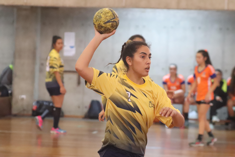 Balonmano femenino UV avanzó a los cuartos de final en el ...